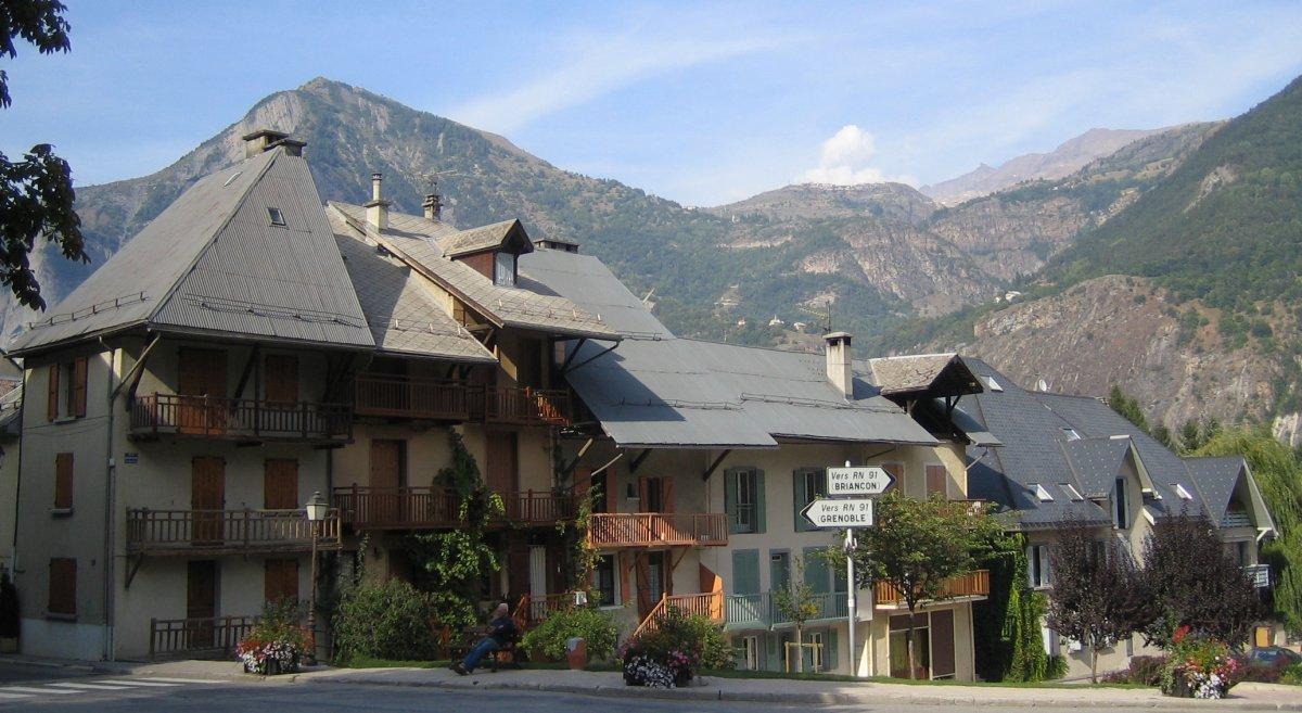 Quel hébergement choisir à Bourg-d'Oisans ?