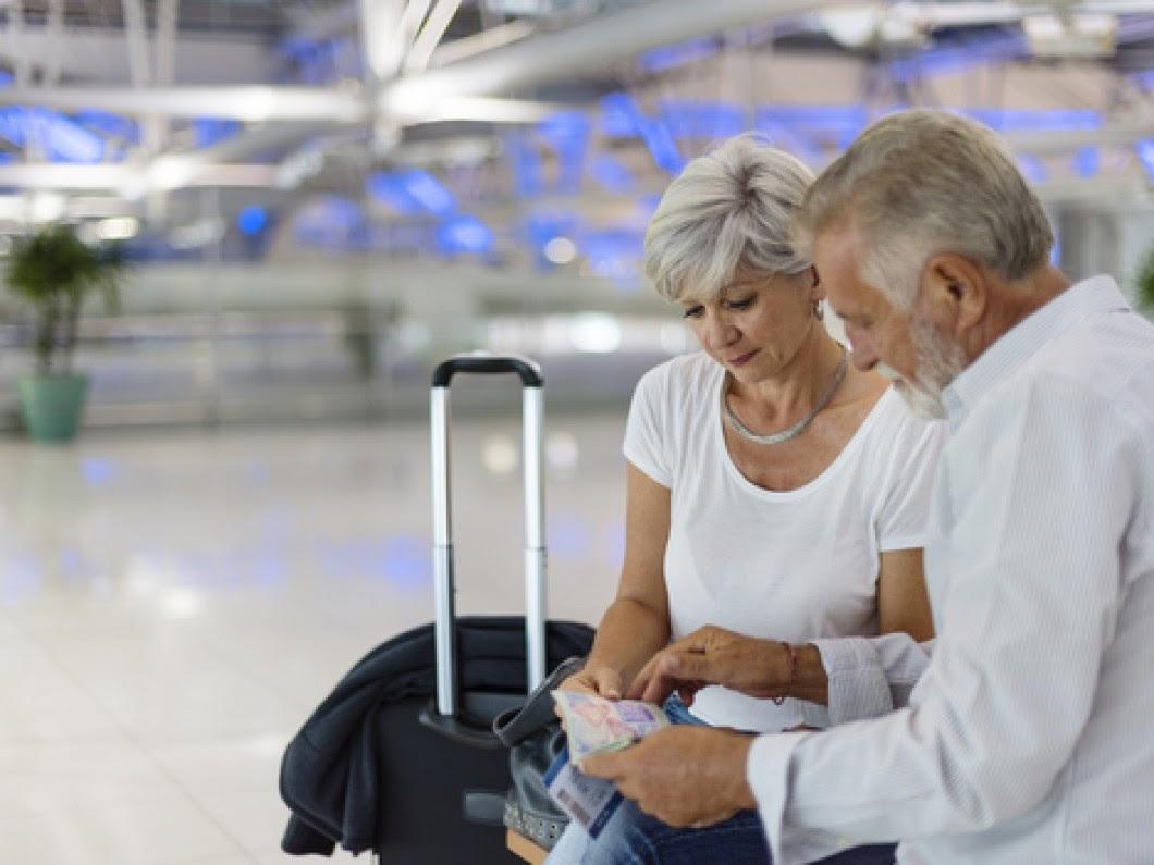 Assurance voyage pour personnes âgées : âge limite et tarifs